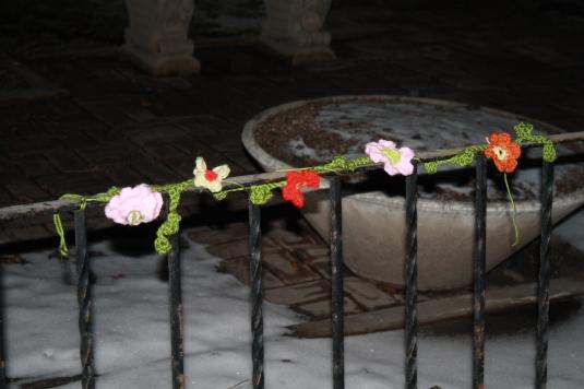 Yarn bomb flowers